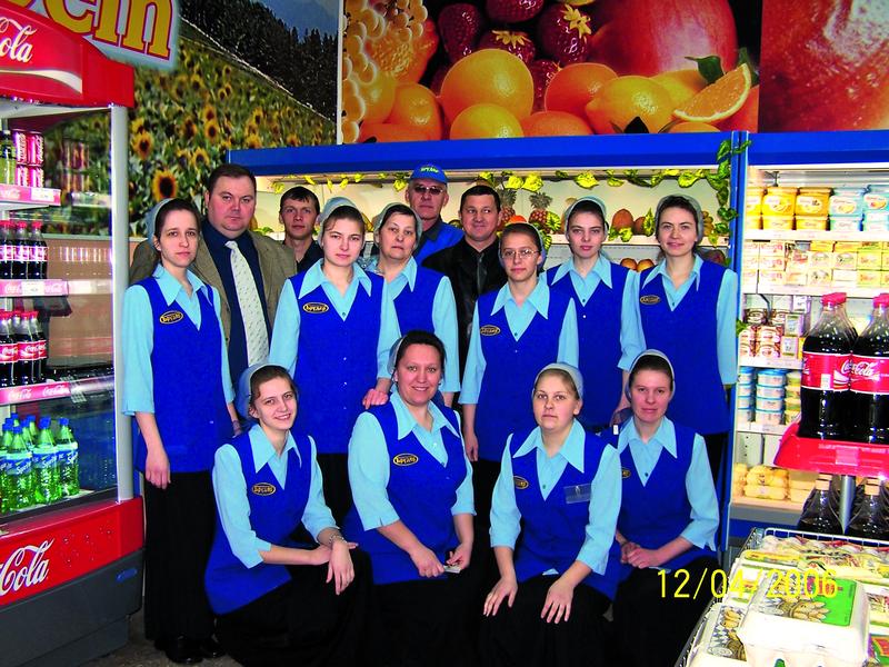 Коллектив фирменного магазина «Брудер»