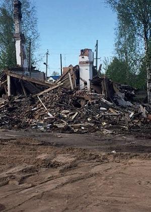 Руины расселенного аварийного дома